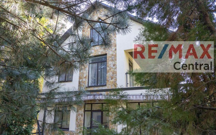 Эксклюзив. Без %. Продажа дома в Конча-Заспе. Дамба. Хвойные деревья. Бассейн