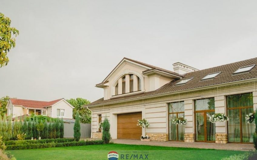 Продам розкішний будинок в Осокорках з можливістю виходу на фарватер Дніпра